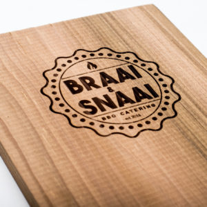 Ceder houten rookplank personalisatie groot (60 x 19.5 x 1.5 cm)